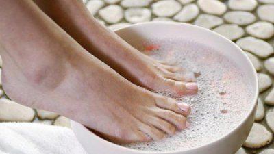 ножки в мыльной ванночке
