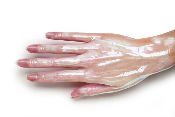 косметика на коже руки