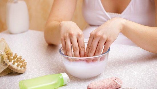 отмокание рук в мыльной ванночке