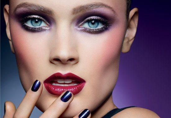 эффектная модель с бордовыми губами