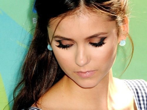 Нина Добрев с вечерним макияжем глаз
