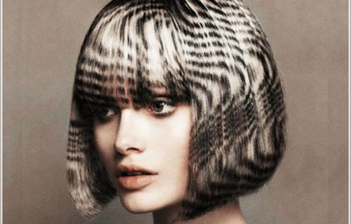 девушка с креативным окрашиванием на волосах