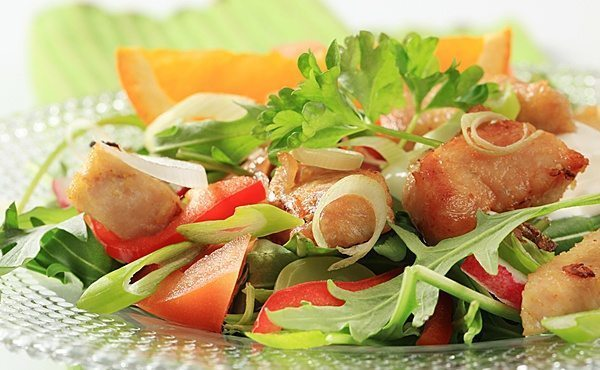 салатик с овощами и мясом