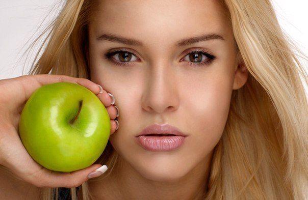 девушка с яблочком