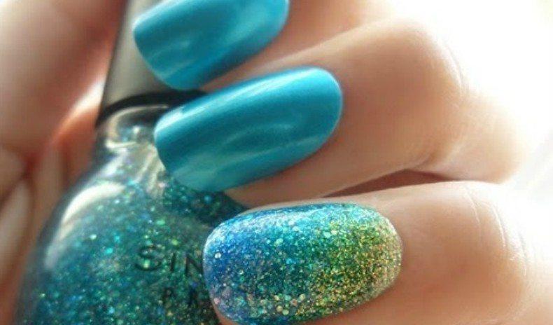 лазурно-голубой дизайн ногтей