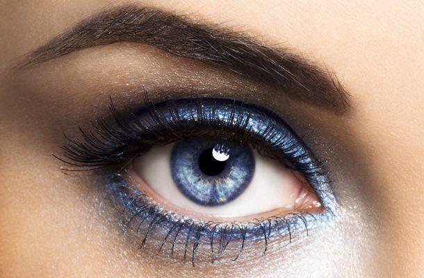 синяя радужка глаз