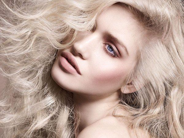 чувственная блондинка