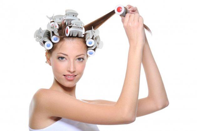 процесс накрутки волос