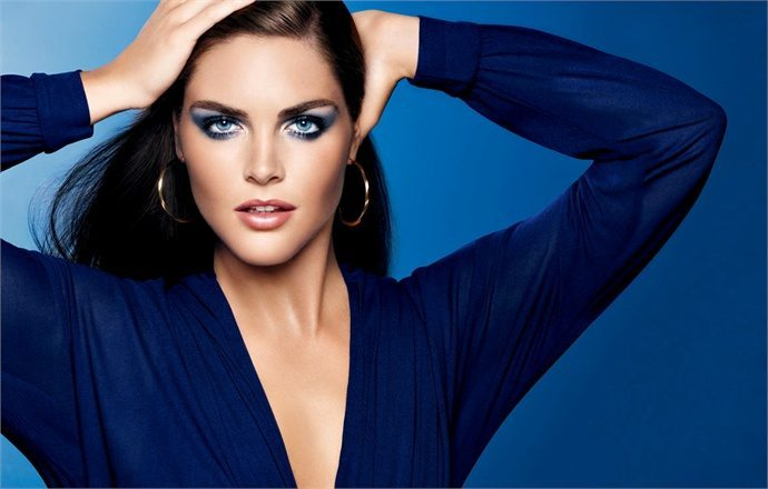 насыщенный вечерний макияж для голубых глаз