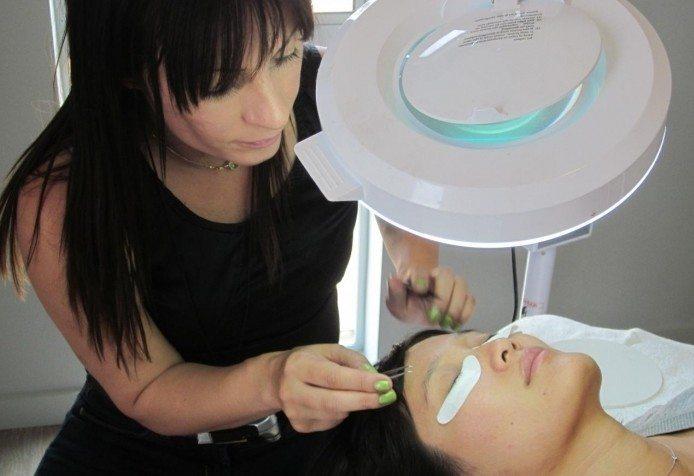 процедура крепления волосков