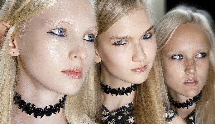 три русоволосых модели