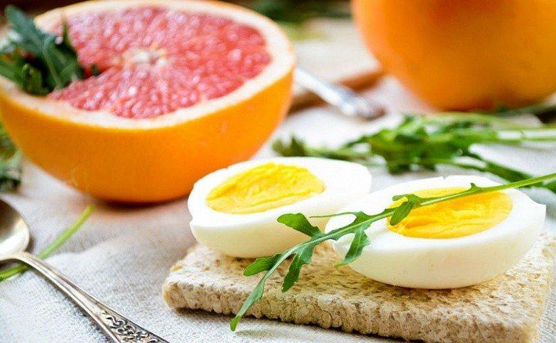 грейпфрут и тост