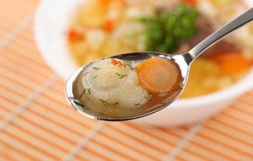 морковь и лук на ложке