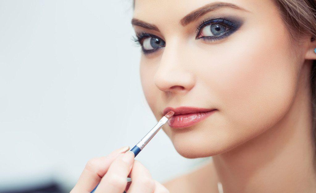 Как увеличить губы макияжем, добиваемся push-up эффекта