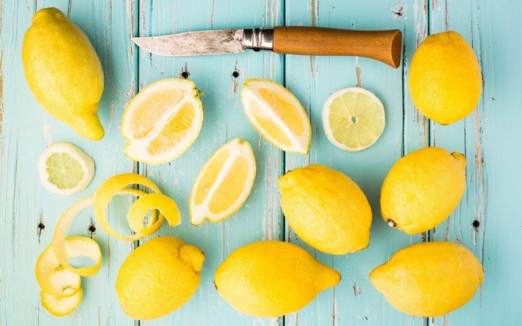 ломтики кислого фрукта