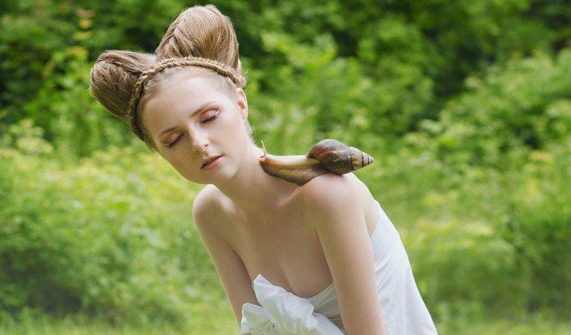 девушка с Ахатином на плече