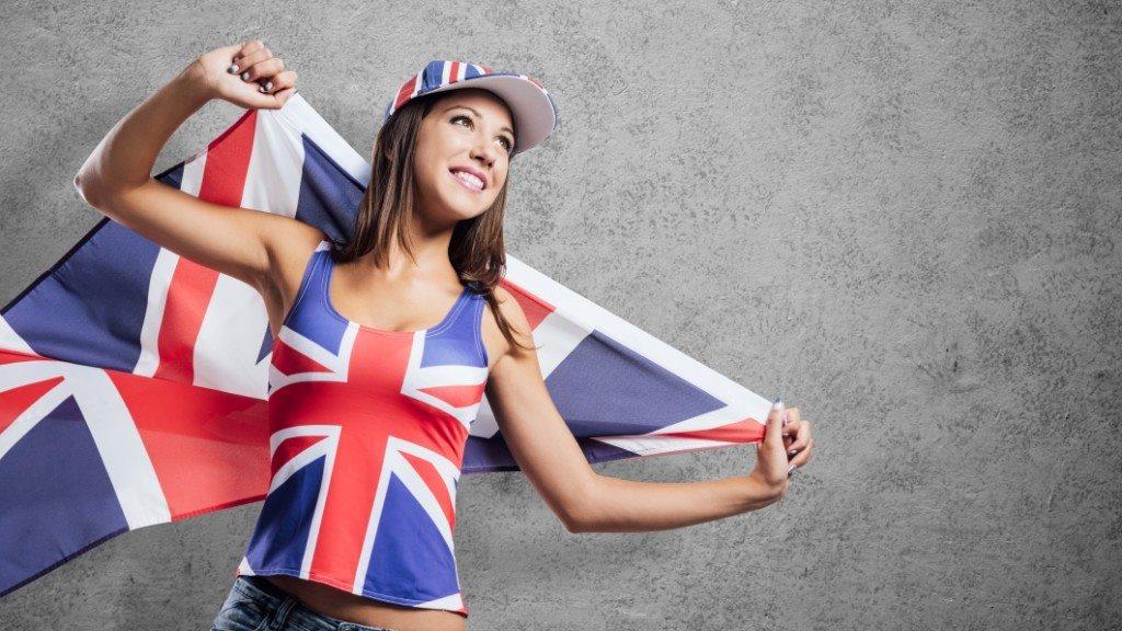 девушка с британским флагом