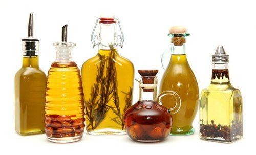 разные растения в бутылочках