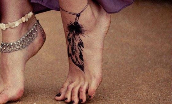 татуированная ступня
