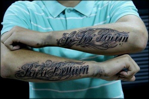 Красивые надписи на руках парня