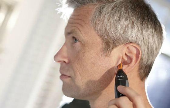 Стрижка волос в ушах