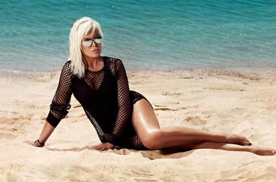 Эжда Пеккан на пляже